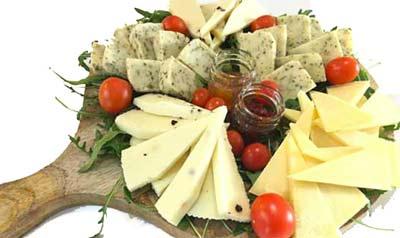 tagliere di formaggi siciliani